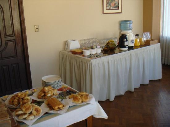 Elegance Hotel: Breakfast room