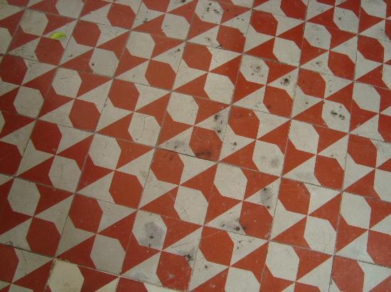 The Villa Merida Hotel: Todo el piso esta en pesimas condiciones