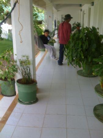 Hosteria Mar y Sol: frente a la habitacion