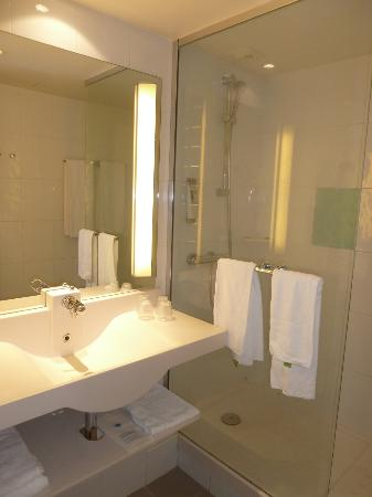 Mercure Paris le Bourget : Baño