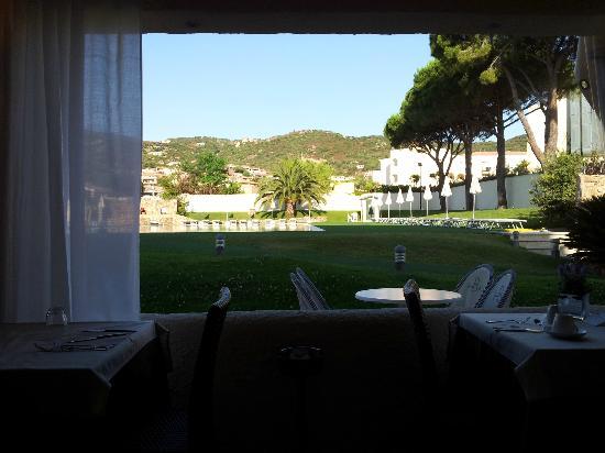 Hotel Baja: I tavoli con vista sulla piscina