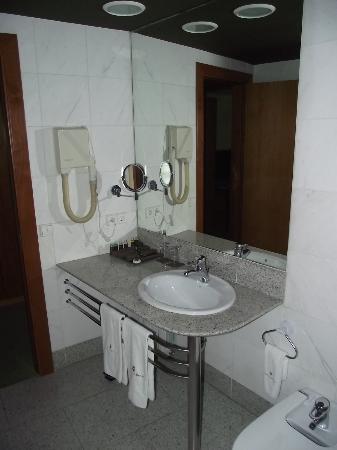 Hotel Carlemany: Набор туалетных принадлежностей: есть бритва, зубная щетка и многое другое.