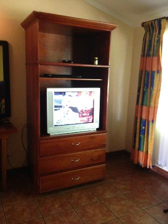 Hotel Condovac la Costa: Downstairs bedroom TV