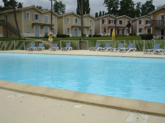 Résidence Mona Lisa - Le Domaine d'Albret : belle piscine