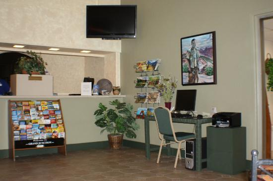 Americas Best Value Inn- Grand Junction: Front Desk