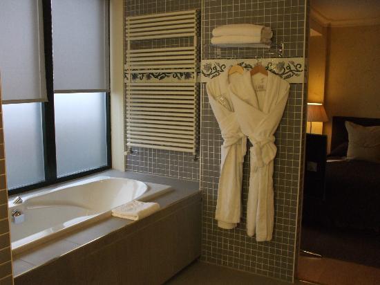 Hotel Royal: bathroom - elegant, classy