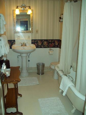 The Blue Hill Inn: room 4 bath