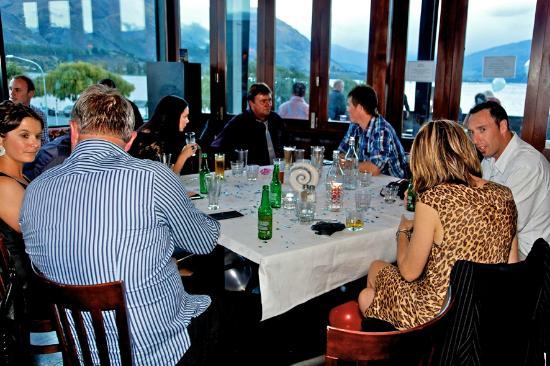 Lounge Bar Wanaka: Beautiful views at dinner time