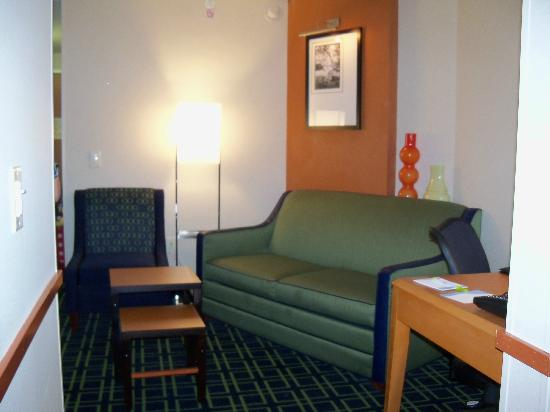 Fairfield Inn & Suites Plainville: King Suite living area
