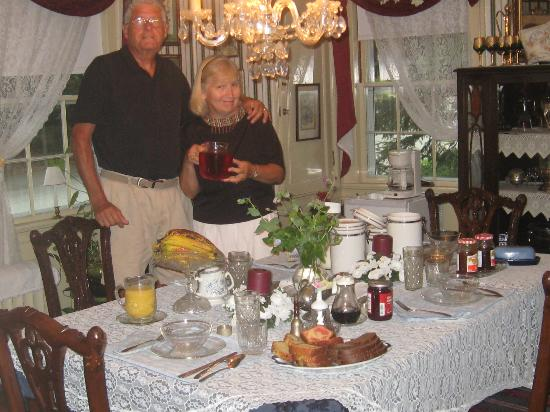 Talley's Corner Bed and Breakfast: Breakfast. Hosts Ed Wild and Karen Talley