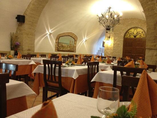 Dentro le mura pizzeria trattoria molfetta restaurant for Dentro le mura