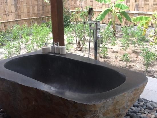 An Lam Ninh Van Bay Villas : salle de bains extérieure