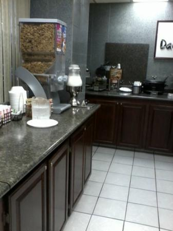 Days Inn East Amarillo Texas: Breakfast supplies