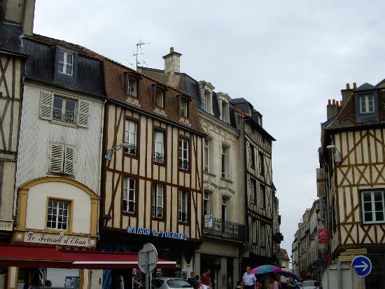 Adagio Access Poitiers: Poitiers streetscape