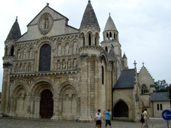 Adagio Access Poitiers: Notre Dame de Poitiers