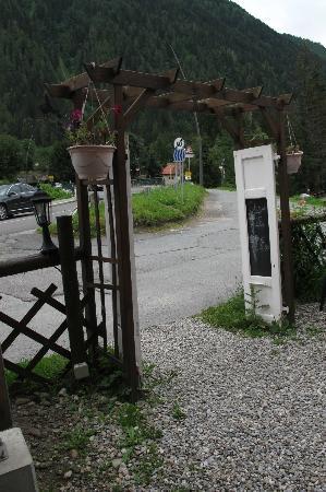 Hotel Les Randonneurs: entrance
