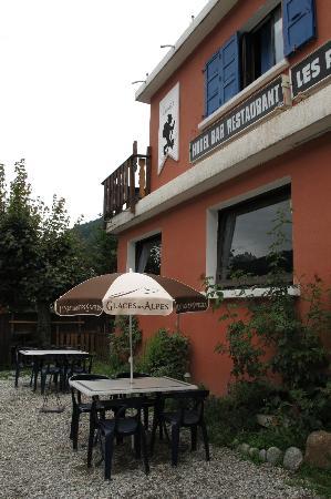 Hotel Les Randonneurs: entrance view