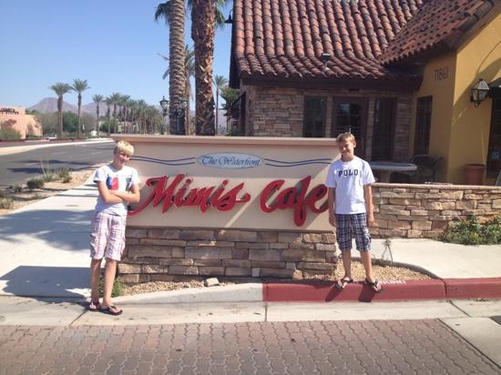 Mimi's Cafe : the boys liked Mimi's