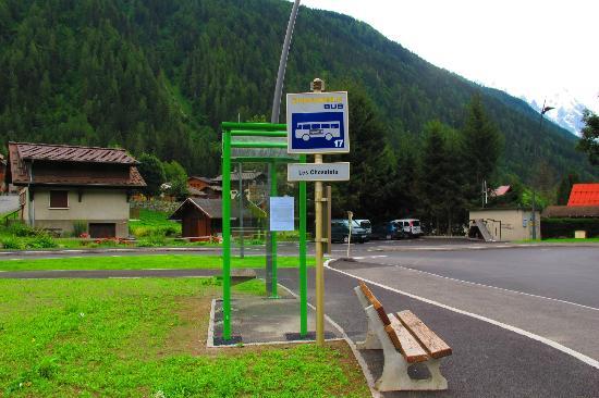 Hotel Les Randonneurs: Les Chosalets- the nearest bus stop