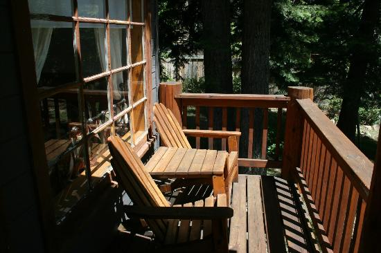 Tahoe Vista Lodge & Cabins: Front Porch