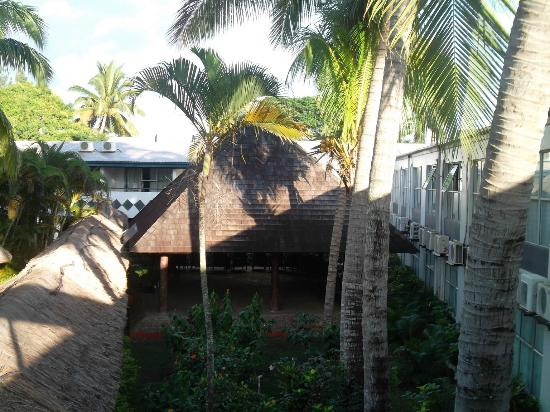 Capricorn Fiji Hotel: The large bure where the entertaintainment and cava ceremony takes place.