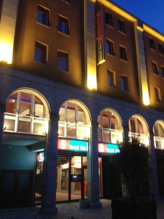 Hotel Ibis Epernay Centre Ville : esterno piazza