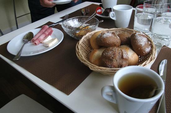 Hotel Bellevue Luzern: breakfast
