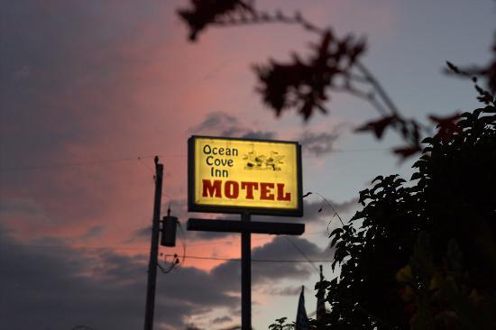 Ocean Cove Inn: Pretty Sunset