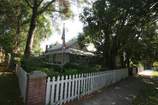 Floral City, FL: Gorgeous Historic homes.