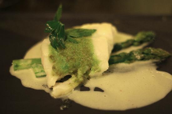 Vin Chai Moi: roasted cod, in wasabi crust, with green asparagus and chorizo vinegar (main course)