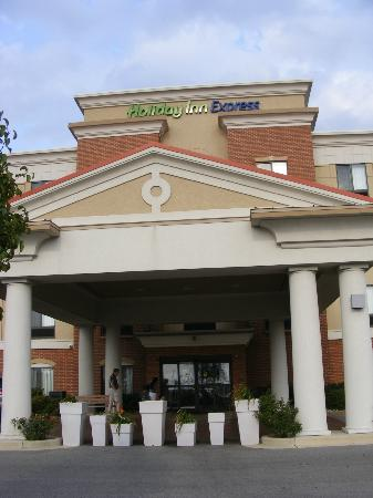 Holiday Inn Express Indianapolis - Southeast: Front of the Holiday Inn Express