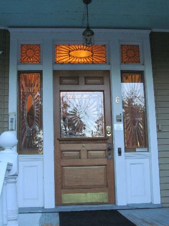 Crescent Lily Inn : Front Door