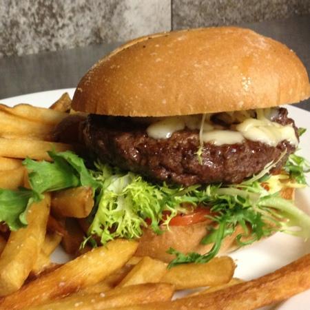 Flat Iron Tapas Bar & Lounge: Bulfinch Burger