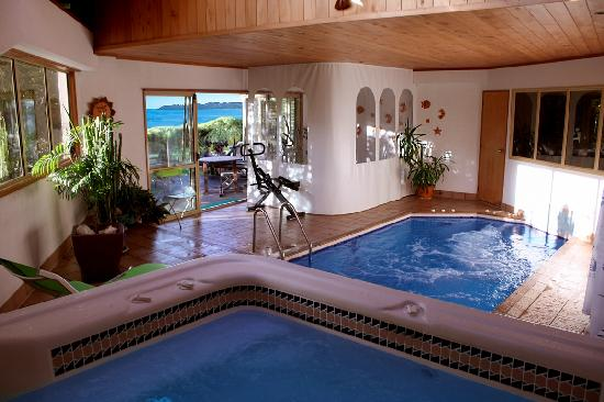Chalet Romantica: pool area