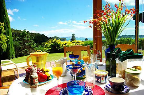 Chalet Romantica: breakfast table