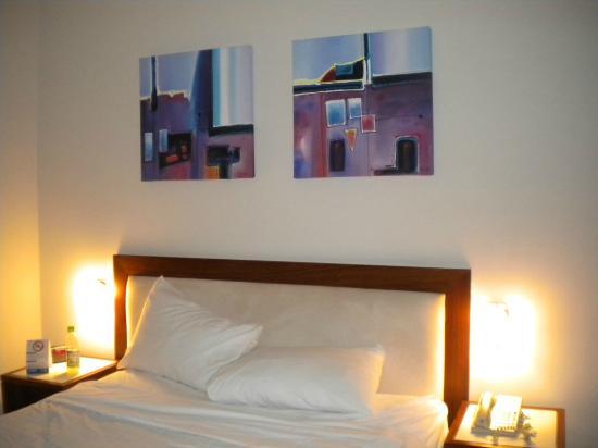 Hotel HEX: Headboard