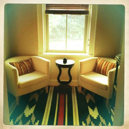 1850 House Inn & Tavern: sitting area