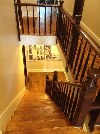 1850 House Inn & Tavern: stairwell