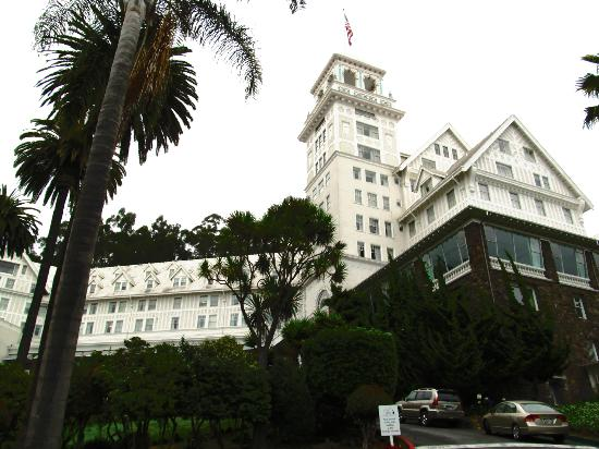 Claremont Club & Spa, A Fairmont Hotel: view from the lower parking lot