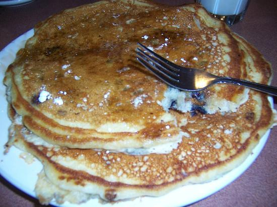 Avalon Hotel & Conference Center: huge blueberry pancakes