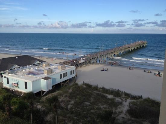 Surfside Beach Oceanfront Hotel: surf side diner is right there on the beach walking distance from hotel. good food!