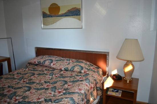 Riviera Inn: Single Room