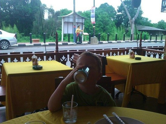 Thai Mom: The best of inside and streetside