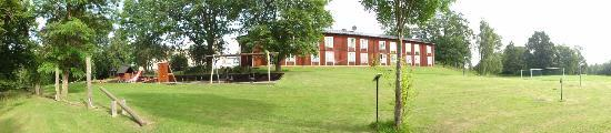 Fredensborgs Herrgard: Hotel (vom Spielplatz aus gesehen)