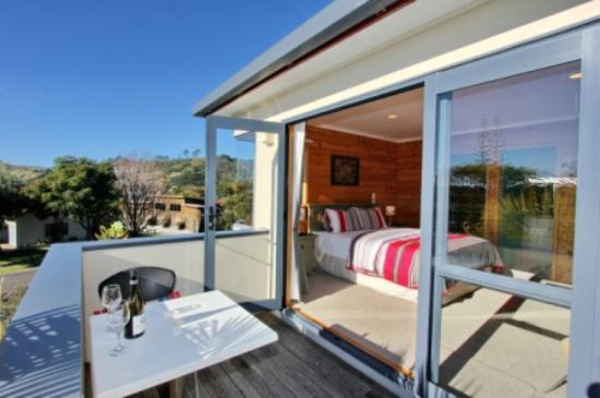 Cathedral Cove Bed and Breakfast: Phoenix Room Balcony
