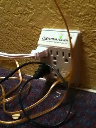 Wyndham Garden Kenosha Harborside: Lots of outlets behind the night stand. Good for a family with lots of chargers!