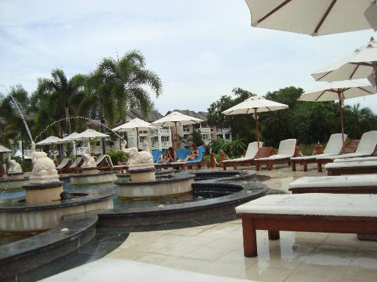 Laguna Holiday Club Phuket Resort: Pool side