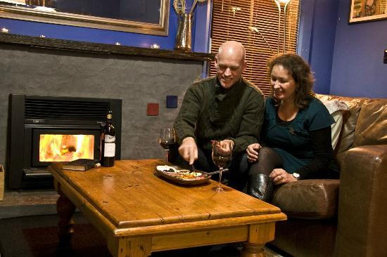 The Clearview Homestead: Enjoy the warmth of a roaring fire