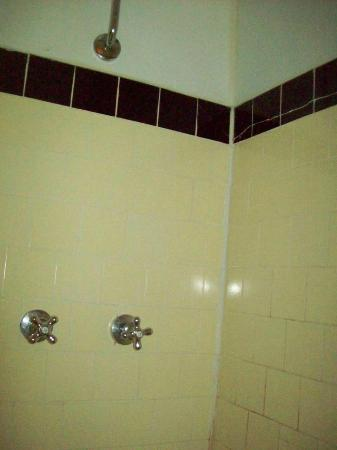 Golden Gate Hotel & Casino: Tiny shower