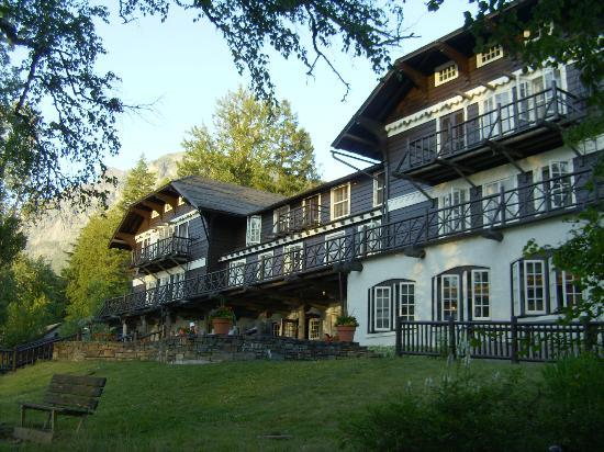 Lake McDonald Lodge: overlooking the lake